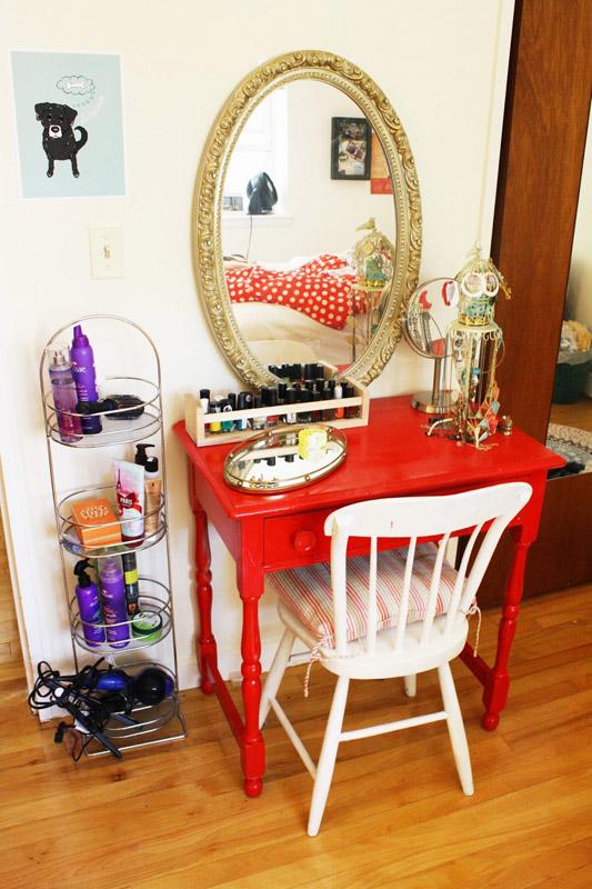 DIY Apartment-Sized Vanity