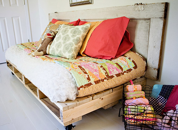 DIY Daybed from Pallets