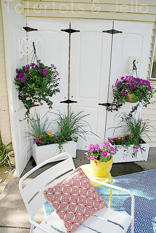DIY Outdoor Privacy Screen From The Doors
