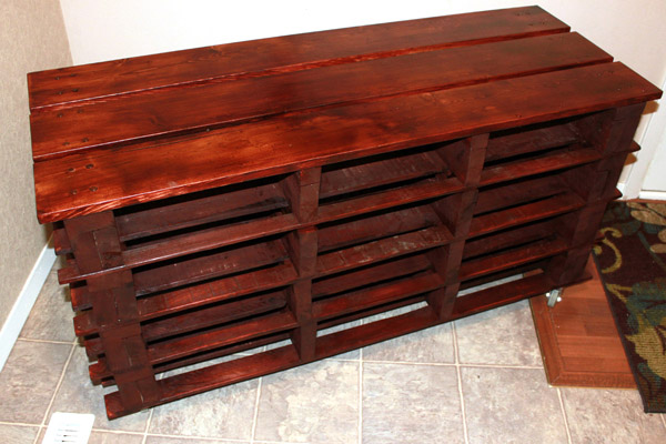 DIY Pallet Shoe Storage Bench