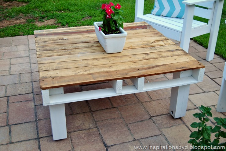 DIY Outdoor Pallet Table