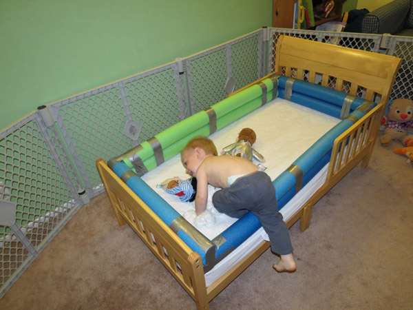 DIY Toddler Bed Bumper by MamaFrankenstein